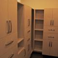(4) Closet
